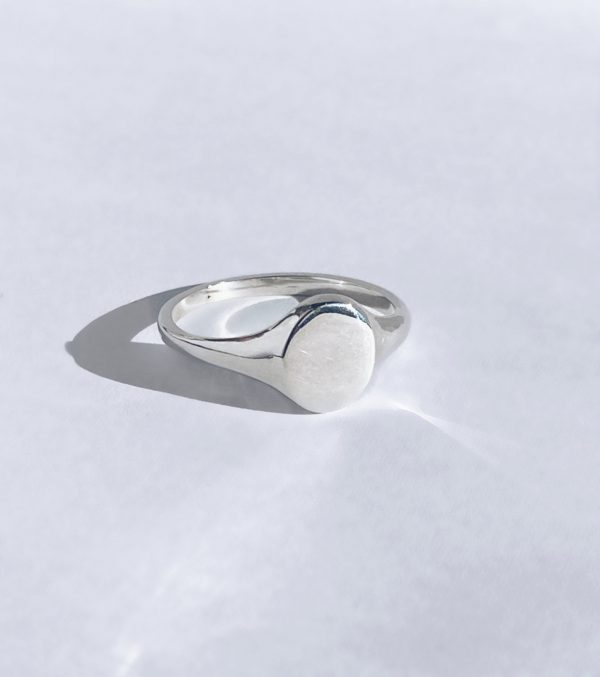 Small oval signet